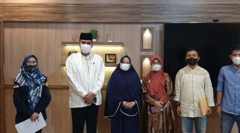 teks:IST- Zuriat Kiai Marogan yang merupakan pemilik sah Pulau Kemaro melakukan perpanjang pemblokiran usulan sertifikat milik Pemkot Palembang ke BPN, Jumat (7/5) di BPN Provinsi Sumatera Selatan (Sumsel).