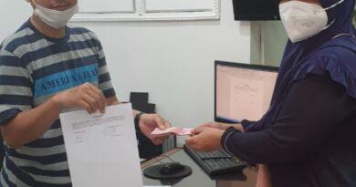 teks:IST- ASN Biddokes Polda Sumatera Selatan (Sumsel) Mengembalikan Uang Tunai Yang Ditemukan Tercecer Langsung Ke Pihak Bank BRI