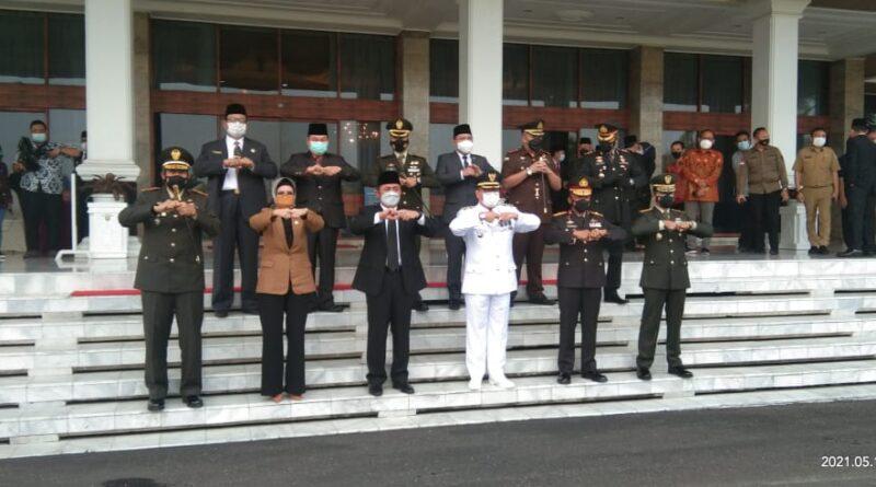 Foto: IST - Foto bersama usai pelantikan di Griya Agung Palembang