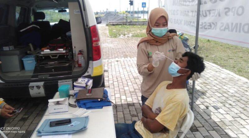 Foto: IST - Suasana tes antigen bagi para pengemudi lintas OKI