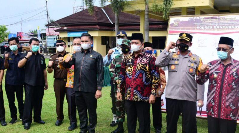 Foto: IST - Kapolres Banyuasin bersama Bupati Banyuasin H Askolani dan pejabat lainnya