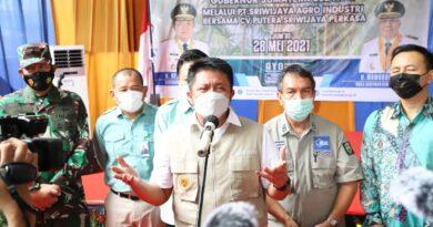 teks:IST- Herman Deru Lepas Keberangkatan Ekspor 135 Ton Buah Kelapa ke Thailand