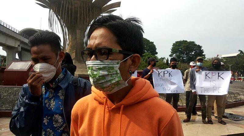 teks:IST- Puluhan Massa Masyarakat Miskin Kota Palembang Gelar Aksi Dukung KPK.