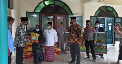 teks:IST- Polda Sumatera Selatan (Sumsel) kembali menyalurkan bantuan beras 1 ton kepada warga yang terdampak covid - 19